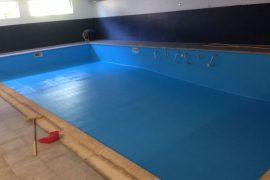 Pintura de clorocaucho en piscinas